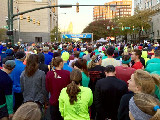 2016-11-11-richmond-marathon-start